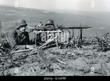 Wehrmacht soldiers operate an MG42 Machine Gun on the Eastern Front 1944 - Stock Photo