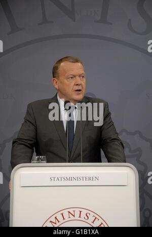 Copenhagen, Denmark. 12th May, 2016.Danish prime minister Lars Lokke Rasmussen(V) in right in pic holds joint press - Stock Photo