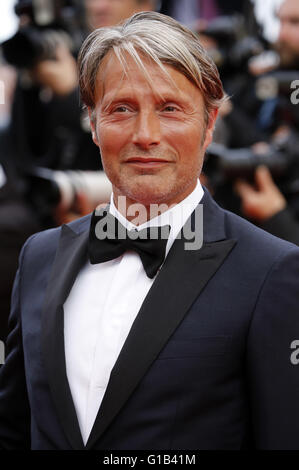 Mads Mikkelsen attending the 'Cafe Society' premiere and the Opening Night Gala during the 69th Cannes Film Festival at the Palais des Festivals in Cannes on May 11, 2016 | Verwendung weltweit