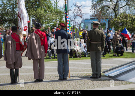Prague, Czech Republic. 08th May, 2016. Representatives of patriotic associations and military corps stand on attention - Stock Photo