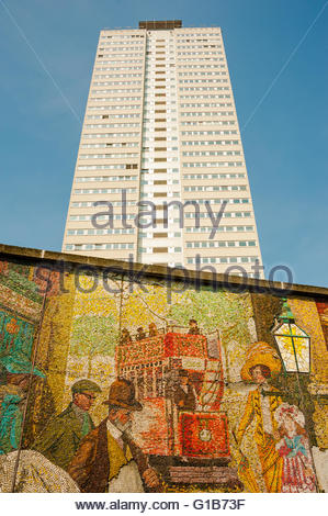 Birmingham, England, UK. 12th May 2016. UK Weather, Sunshine on the Cleveland Tower & the Murals on the Holloway - Stock Photo