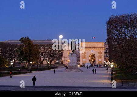 France, Herault, Montpellier, historic center, Peyrou place, the equestrian statue of Louis XIV and a triumphal - Stock Photo