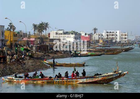 Senegal, Saint Louis region, Saint-Louis-du-Senegal, listed as World Heritage by UNESCO, fishermen on the Senegal - Stock Photo