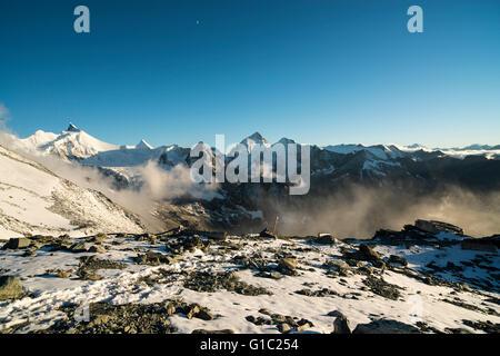 Abendstimmung vor der neuen Tracuit Hütte.Wallis Schweiz Sunset at the newly built Tracuit Hut. Valais Alps Switzerland - Stock Photo