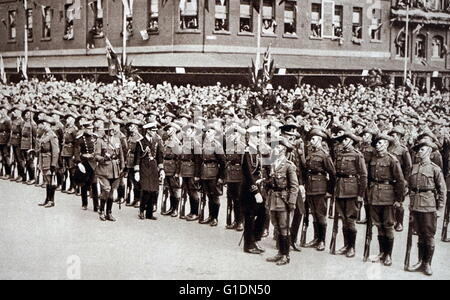 Photograph of Prince Albert Frederick Arthur George (1895-1952) inspecting soldiers on Anzac Day in Melbourne. Dated - Stock Photo
