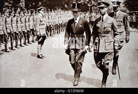 Photograph of Prince Albert Frederick Arthur George (1895-1952) walking with his brother, Edward, Prince of Wales - Stock Photo
