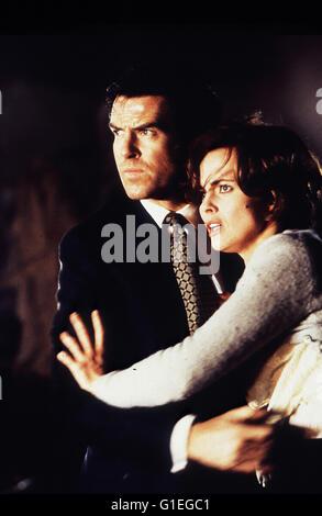 James Bond : Goldeneye / Pierce Brosnan / Izabella Scorupco - Stock Photo