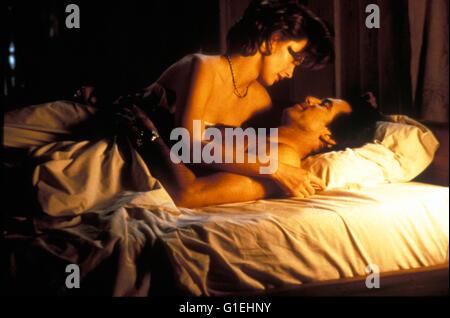James Bond : Goldeneye / Izabella Scorupco / Pierce Brosnan,..Einer der Titel aus der 'James Bond Ultimate Edition': - Stock Photo