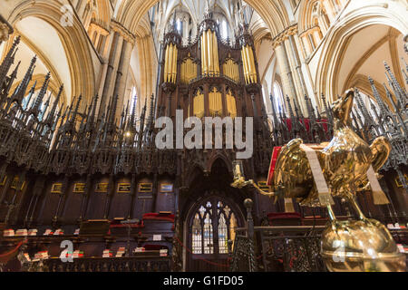 Organ and the eagle Lectern in Lincoln Cathedral  Stalls St Hugh's Choir, Lincoln, Lincolnshire, England, UK - Stock Photo