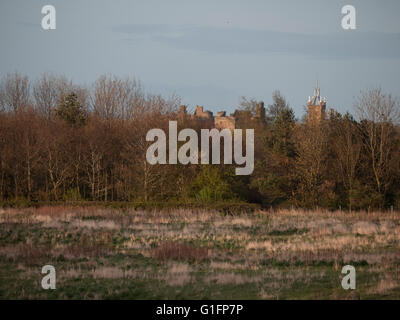Linlithgow Palace and St Michaels church - Stock Photo