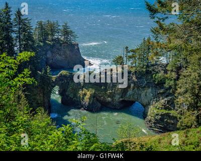 Natural Bridges Viewpoint, Samuel H. Boardman State Scenic Corridor, southern Oregon Coast. - Stock Photo