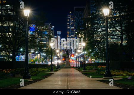 Statue and walkway at Queen's Park, and buildings on University Avenue at night, in Toronto, Ontario. - Stock Photo