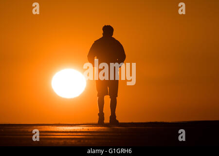 Aberystwyth , Wales UK, Saturday  14 May 2016   UK weather: A spectacular sunset at the end of day of clear skies - Stock Photo