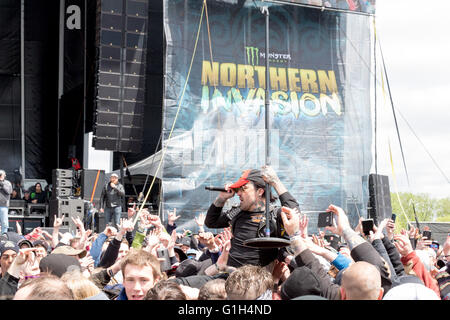 Somerset, Wisconsin, USA. 14th May, 2016. Rapper YELAWOLF surfs the crowd at Somerset Amphitheater during the Northern - Stock Photo