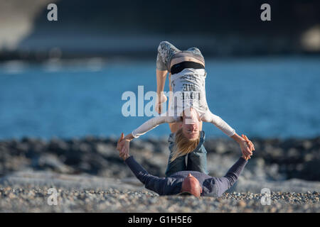 Aberystwyth , Ceredigion Wales UK, Sunday  15 May 2016   UK weather: A young couple practicing their 'acro-yoga' - Stock Photo