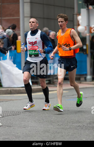 Partially sighted runners at the London Marathon - Stock Photo