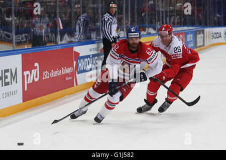 Moscow, Russia. 15th May, 2016. Michal Repik (L) of the Czech Republic vies with Morten Madsen of Denmark during - Stock Photo