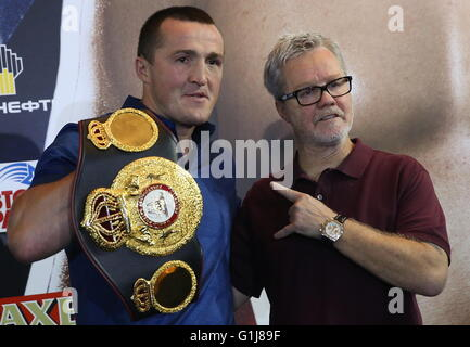 Moscow, Russia. 16th May, 2016. Russian boxer Denis Lebedev (L) and his coach Freddie Roach during a press conference - Stock Photo