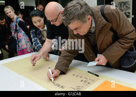 Zagreb, Croatia. 16th May, 2016. Visitors learn to write Chinese characters during the opening of the 'Art Changes - Stock Photo
