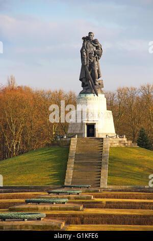 Soviet War Memorial in Treptower park, Berlin, Germany - Stock Photo