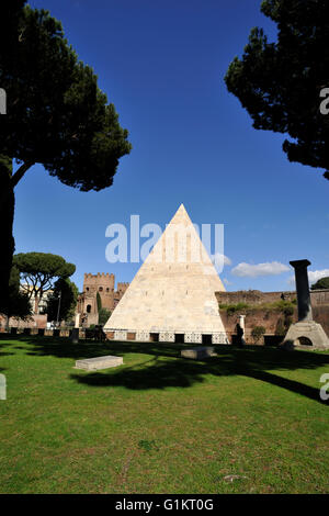 italy, rome, pyramid of caius cestius - Stock Photo