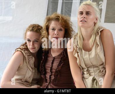 Street performers at Edinburgh Fringe Festival, Scotland, UK - Stock Photo