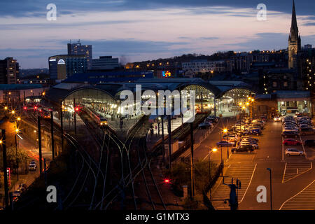 Newcastle upon Tyne railway station at night, taken from the top of the castle keep - Stock Photo