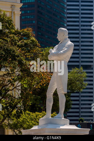 Republic of SIngapore.  Statue of Sir Stamford Raffles,1781 – 1826, at the spot where Raffles first landed in Singapore, - Stock Photo