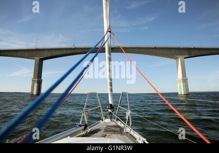 A yacht on the Baltic Sea is sailing towards the Oeland Bridge in Sweden, 10 June 2015. The bridge connects the - Stock Photo