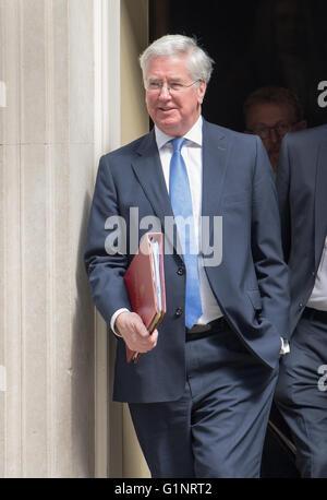 London, UK, 17th May 2016,Michael Fallon, Defense Secretary,, leaves 10 Downing Street Credit:  Ian Davidson/Alamy - Stock Photo