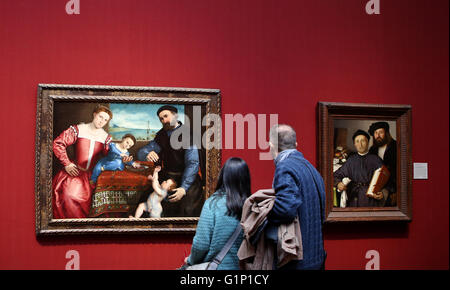 London, UK. 19th Nov, 2014. File Photo taken on Nov. 19, 2014 shows people visiting the National Gallery in London, - Stock Photo