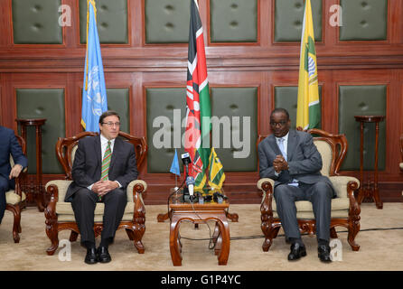 Nairobi. 18th May, 2016. Achim Steiner (L), Executive Director of the United Nations Environmental Program (UNEP), - Stock Photo