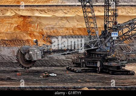 Bucket wheel excavators 282 in Inden opencast mine, lignite mining, Inden, Rhenish lignite mining area, North Rhine - Stock Photo