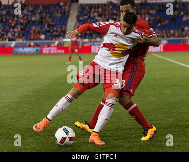 Harrison, NJ., USA. 18th May, 2016. Gonzalo Veron (30) of Red Bulls & Brandon Vincent (3) of Chicago Fire fight - Stock Photo