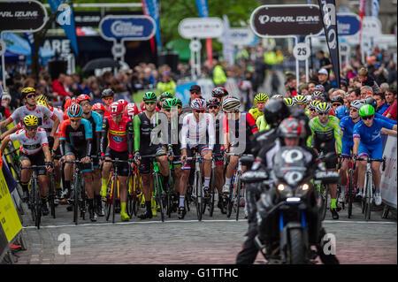 Edinburgh, Scotland, UK. 19th May, 2016. The Pearl Izumi Tour Series starts; taking place on a 1.6 Km circuit around - Stock Photo