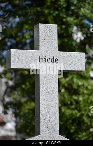 Grab, Kreuz, Friede, Invalidenfriedhof, Scharnhorststrasse, Mitte, Berlin, Deutschland - Stock Photo
