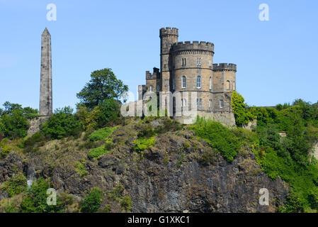 Hamilton Obelisk and Governor's House, Edinburgh, UK - Stock Photo