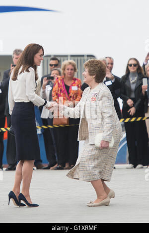 Portsmouth, UK. 20th May 2016. Duchess of Cambridge arrives at Landrover BAR and the 1851 Trust. Credit:  MeonStock/Alamy - Stock Photo