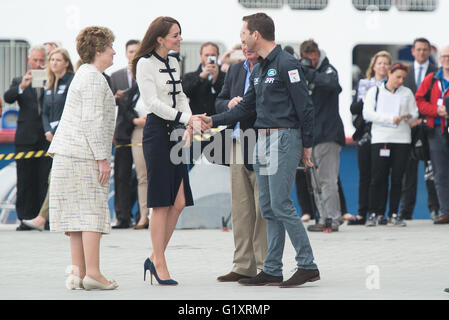 Portsmouth, UK. 20th May 2016. Duchess of Cambridge arrives at Landrover BAR and the 1851 Trust and is greeted by - Stock Photo