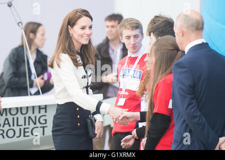 Portsmouth, UK. 20th May 2016. Duchess of Cambridge arrives at Landrover BAR and meets children of the 1851 Trust. - Stock Photo