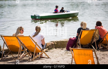 Stuttgart, Germany. 21st May, 2016. People enjoy the warm and sunny weather at Max Eyth lake in Stuttgart, Germany, - Stock Photo