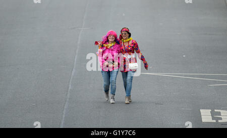 Hamburg, Germany. 21st May, 2016. Two dressed up women are taking part a parade as part of the 3rd Discomove in - Stock Photo