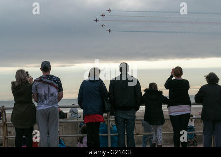 Blackpool, UK. 21st May 2016. Blackpool's south beach see's the return of the Red arrows display team as they woo - Stock Photo