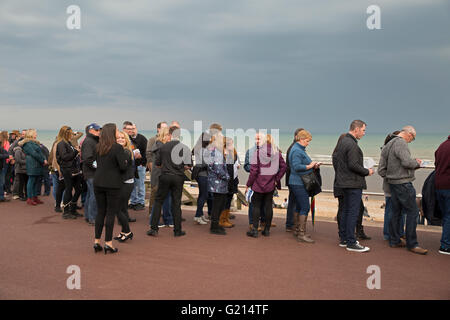 Hastings, UK. 21st May 2016. Crowds Queue to see Madness play on the newly opened Hastings Pier Credit:  Keith Larby/Alamy - Stock Photo