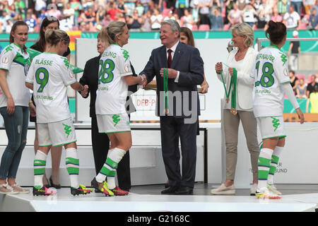 Cologne, Germany. 21st May, 2016. Women soccer cup final, 21.05.2016, Cologne, Germany, SC Sand vs VFL Wolfsburg: - Stock Photo