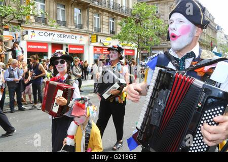 Brussels. 21st May, 2016. Performers take part in the biyearly Zinneke Parade under the theme 'Fragil' in Brussels, - Stock Photo