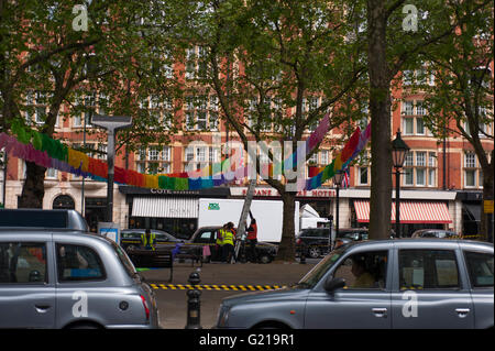 Chelsea, London UK. 22nd May 2016. Final preparations for the world famous Chelsea Flower Show - Sloane Square is - Stock Photo