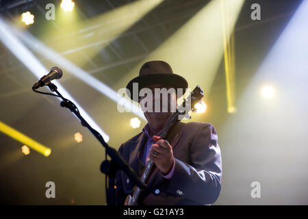 Hastings,UK,21st May 2016,Madness play to huge crowds on the newly opened Hastings Pier Credit:  Keith Larby/Alamy - Stock Photo