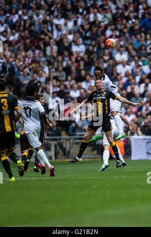 London, UK. 22nd May, 2016. FA Vase Final - Hereford Town v Morpeth Town - Chris Swailes of Morpeth Town battles - Stock Photo