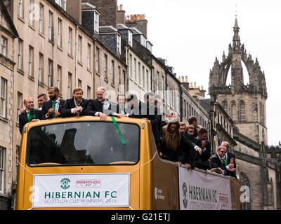 Edinburgh, Scotland, UK. 22nd May, 2016. Hibs Football Club on an open-top bus victory parade through Edinburgh - Stock Photo